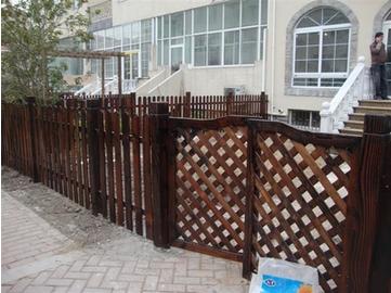 户外防腐木栅栏围栏花园木篱笆庭院实木栅栏门碳化木网格阳台护栏