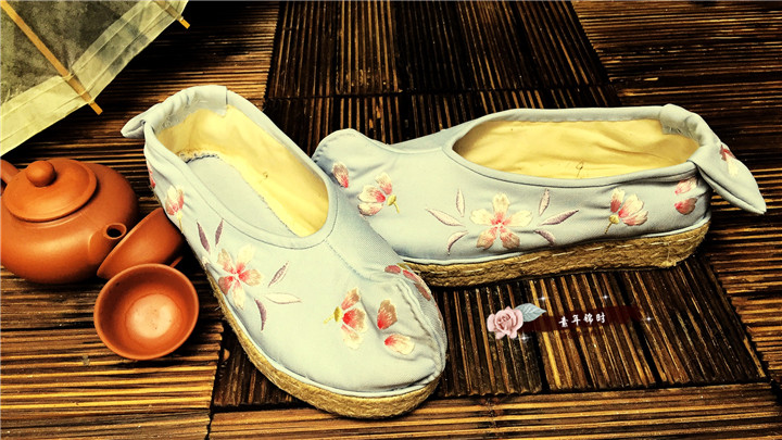 Han Chinese clothing with bow shoes handmade Chinese clothing shoes (Please note the processing we do not provide cloth)