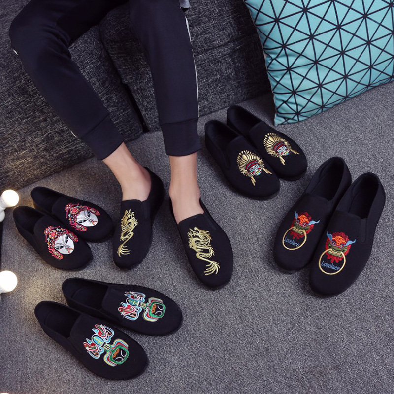 Spring and summer men's shoes embroidered Facebook soft bottom black shoes men's casual fashion breathable slip on loafer