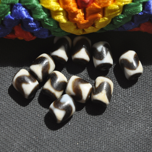 Tibetan bead bead authentic natural canine teeth old mine day Day bead bead DIY with bead Beads rosary beads