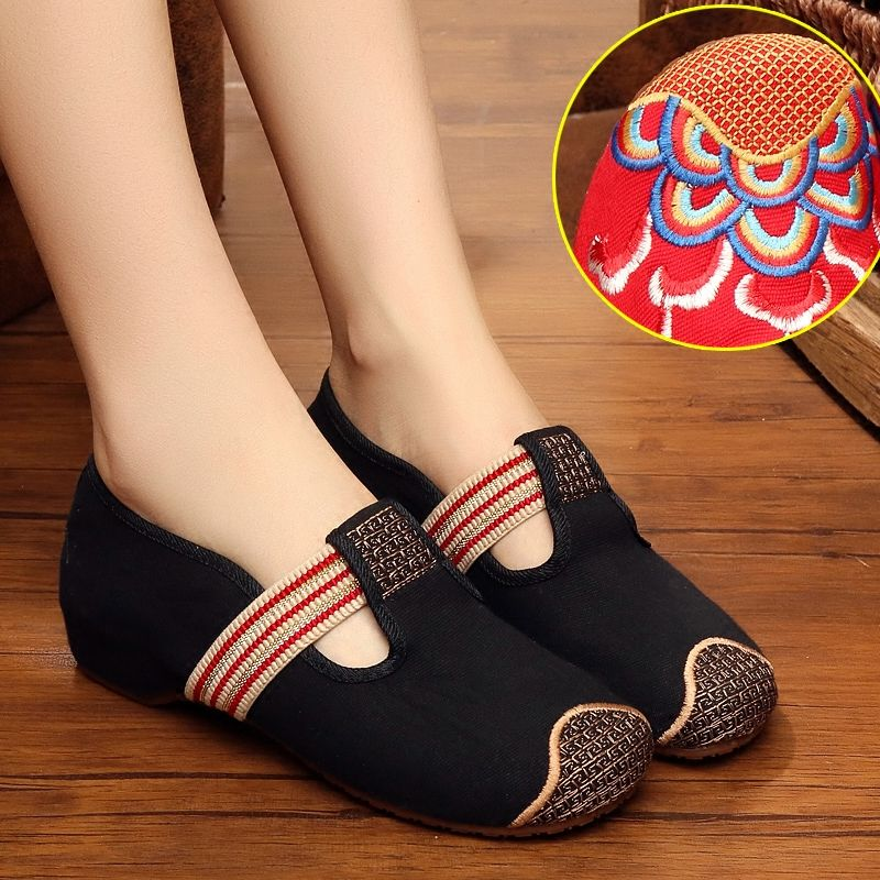Old Beijing elastic band embroidered square dance grid ventilation women's shoes low national wind and tendon bottom shoes