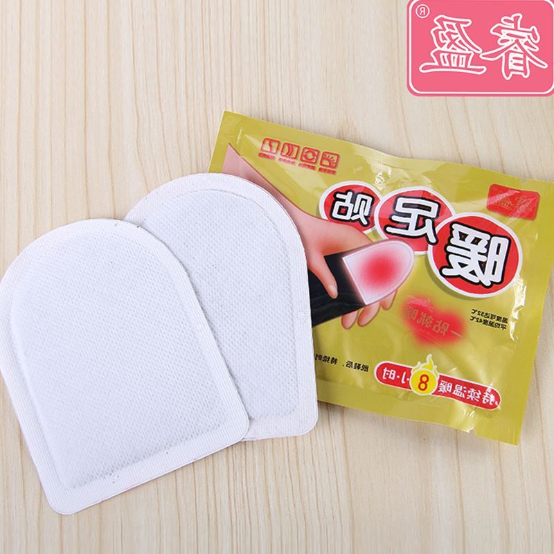 Warm baby feet with warm foot stick to warm feet on the self heating insole warm paste heating post baby warm paste