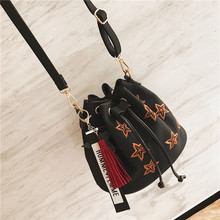 2017 new Korean winter female bag all-match Xiekua package bucket bag embroidered bag retro matte single shoulder bag