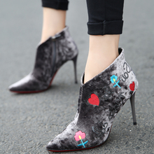 Europe and the United States 2017 new winter velvet embroidery stiletto heels high-heeled shoes boots boots boots boots naked sexy Martin