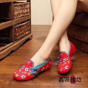 Embroidered shoes wedding shoes old Beijing National wind in the higher end of shoes embroidered shoes Mother Goose square dance shoes