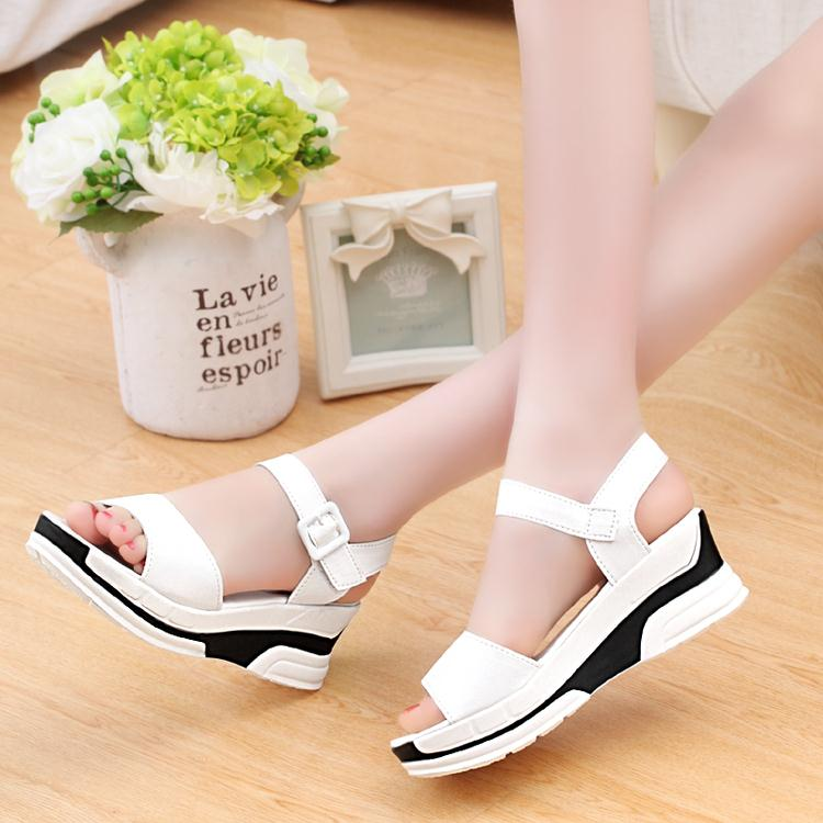 In the summer of 2017 female high thick to heighten students' leisure fish mouth high-heeled platform sponge bottom sandals flat word buckle