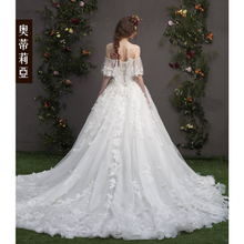 Beauty sexy lace 2017 new simple dream princess bride wedding dress Mori word shoulder small tail
