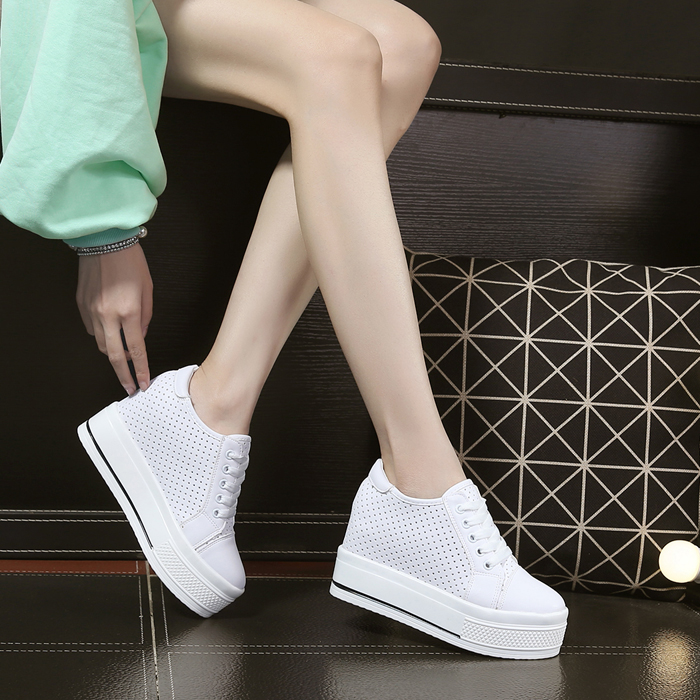 Platform shoes thick bottom 2017 female new spring all-match Korean leisure shoes women slope documentary white shoes