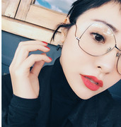 Victoria Song Jing Bairan with the metal sphere flat mirror decorative glasses frame face big box and myopia