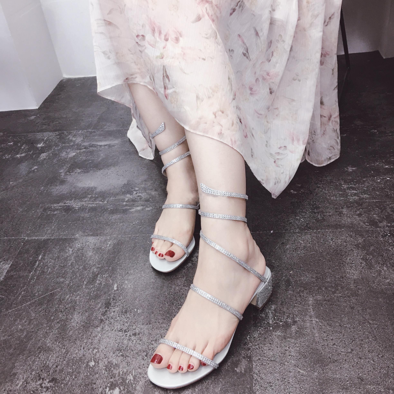 真皮RC蛇形缠绕脚水钻凉鞋女夏 一字带露趾中高跟粗跟罗马凉鞋女