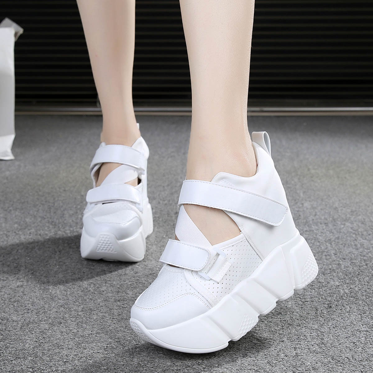 The thickness of bottom women spring 2017 new tennis shoes with sponge spell color ultra breathable shoes high-heeled leisure sports