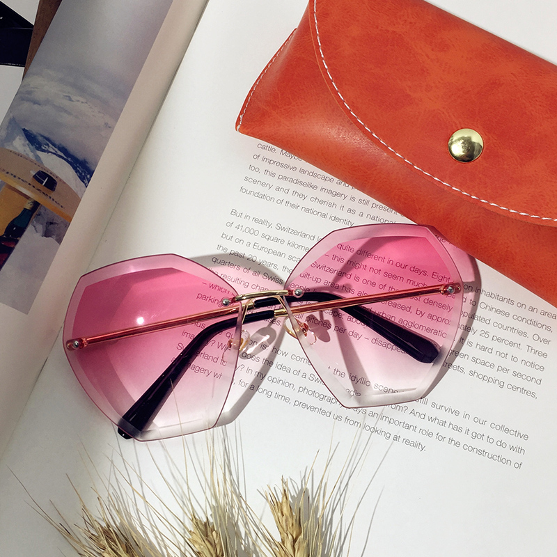 2017 transparent pink sunglasses, lady tide diamonds, cut South Korea sunglasses, round face, large frame, personality gradient glasses