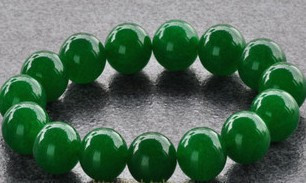 Near the end of one yuan auction a jade beads bracelet bracelets