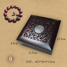 Lobular red sandalwood beads boxes jewelry boxes containing small solid wood packing box high-grade bracelet bracelet hand on the box