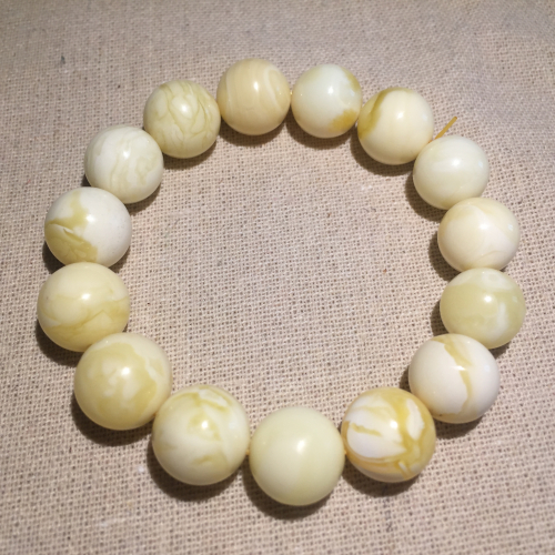 Near the end of one yuan auction # amber beeswax Bracelet White Beeswax Hand string beads and send the certificate
