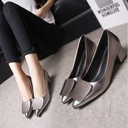 In the autumn of 2017 new single shoes lady shallow mouth square metal buckle shoes with pointed rough heels shoes work.