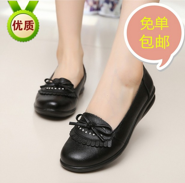 The fall of the new flat casual mother single leather shoes soft bottom shoes with low slip girls aged old shoes