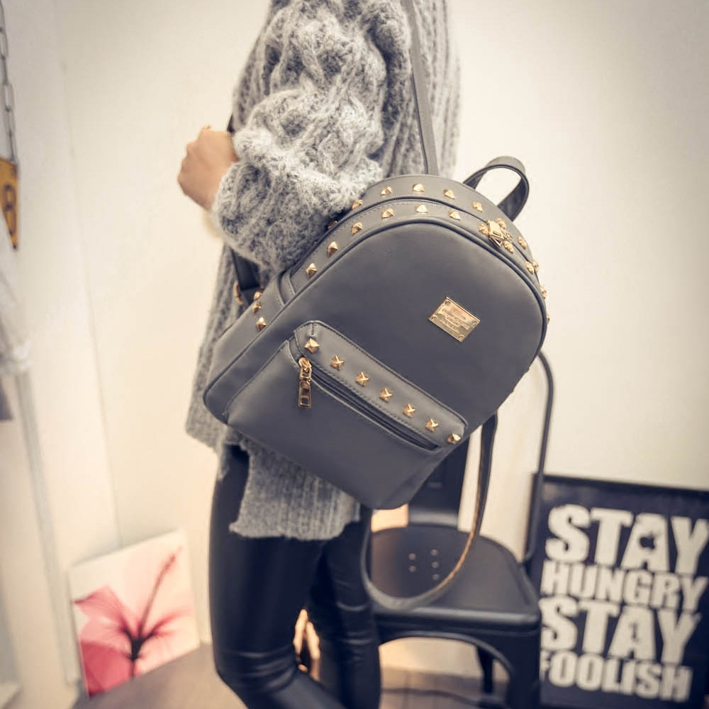 Specials College wind woman to travel every day shoulder bags woman bags riveted Japan and Korea Pu casual backpack surge