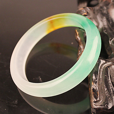 A dollar auction of natural ice waxy oil green jade color shallow bottom gods Bracelet