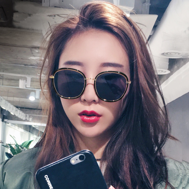 2017 new stars with the same square sunglasses, female tide personality, round face glasses, glasses net, red eyes, fashion men