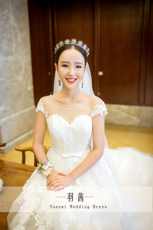 Tee semi transparent lace yarn fluffy big tail halter wedding custom wedding dress rental in Chengdu