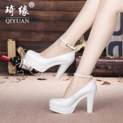 Special offer every day T stage show white waterproof shoes with leather buckle rough round shoes size code word