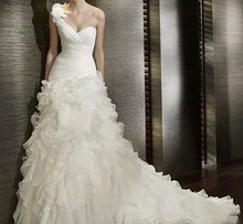 520 wedding Fang * Fuzhou white wedding dress, shoulder flower long tail, high-grade Princess temperament