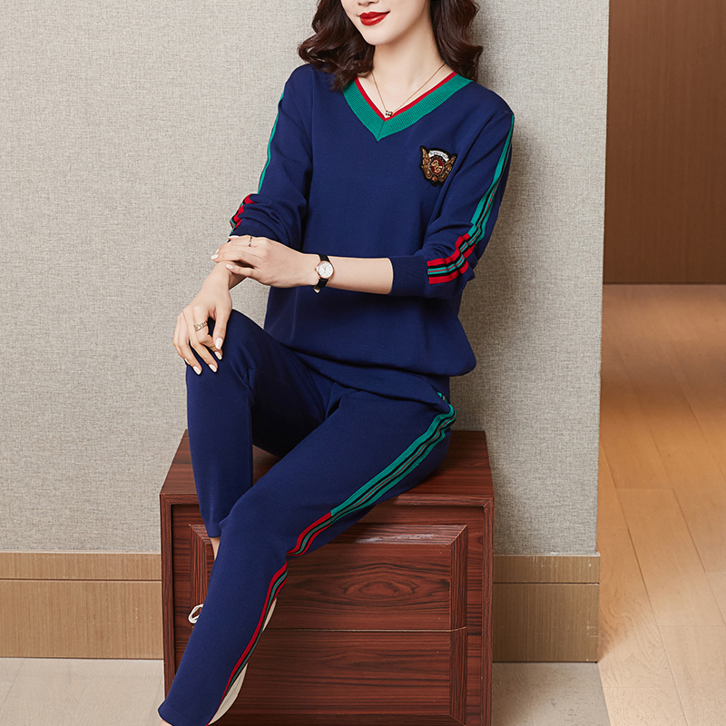 Fashion leisure sports suit women 2021 spring new V-neck loose age-reducing foreign air long-sleeved sweatshirt two-piece set
