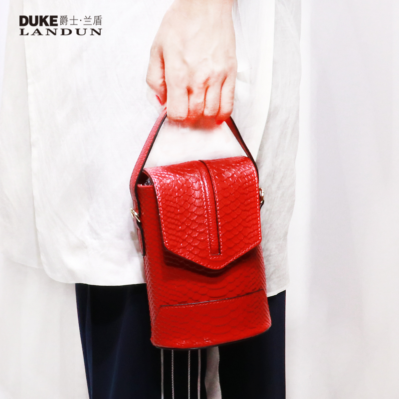 Women's Bag 2019 New Fashion Serpentine Handbag Women's Bag Cowskin Bucket Mini Slanting Mobile Bag