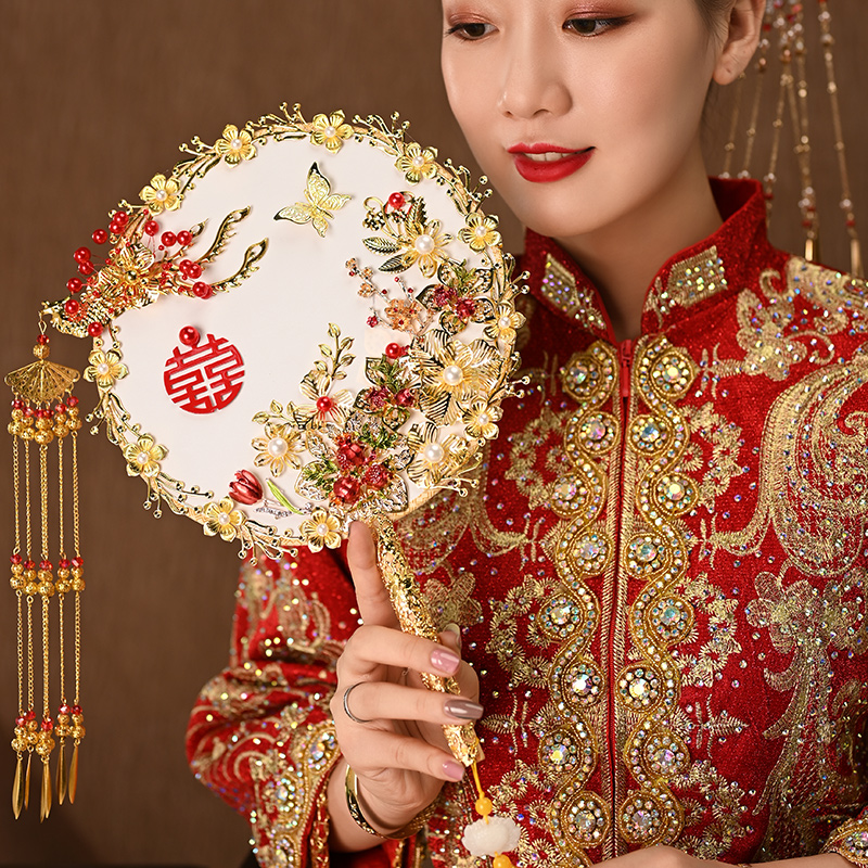 Shake the sound of small red book with a Chinese wedding DIY material bag ancient wind bride show fan wedding classical happy fan