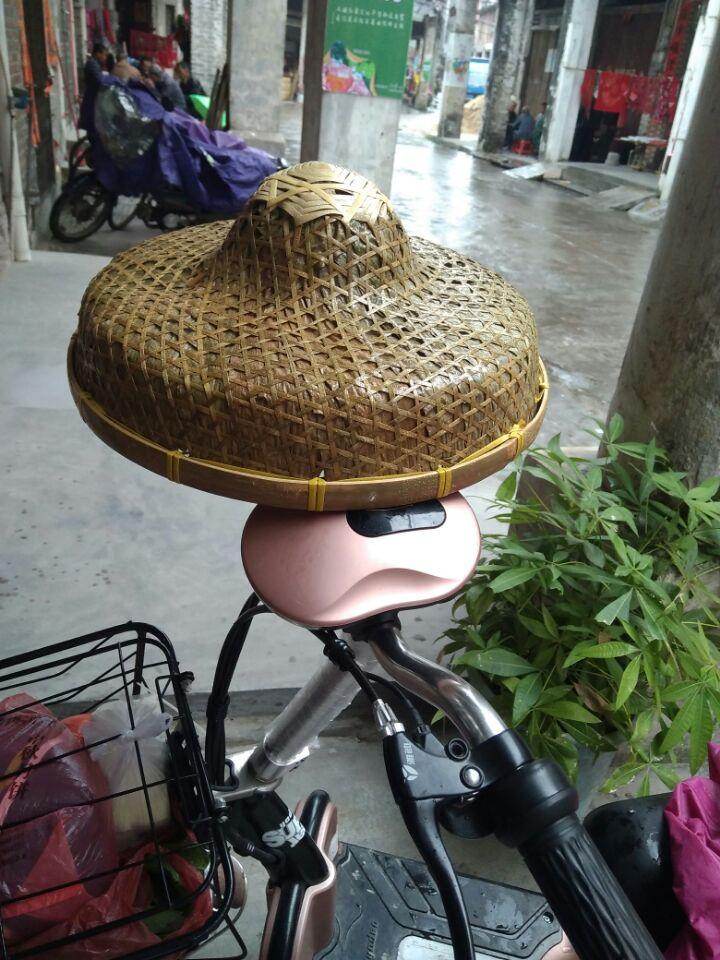Spot supply of bamboo fishermen's hats, sunshades, hats, travelling rain-proof straw hats, stage performances and sea props