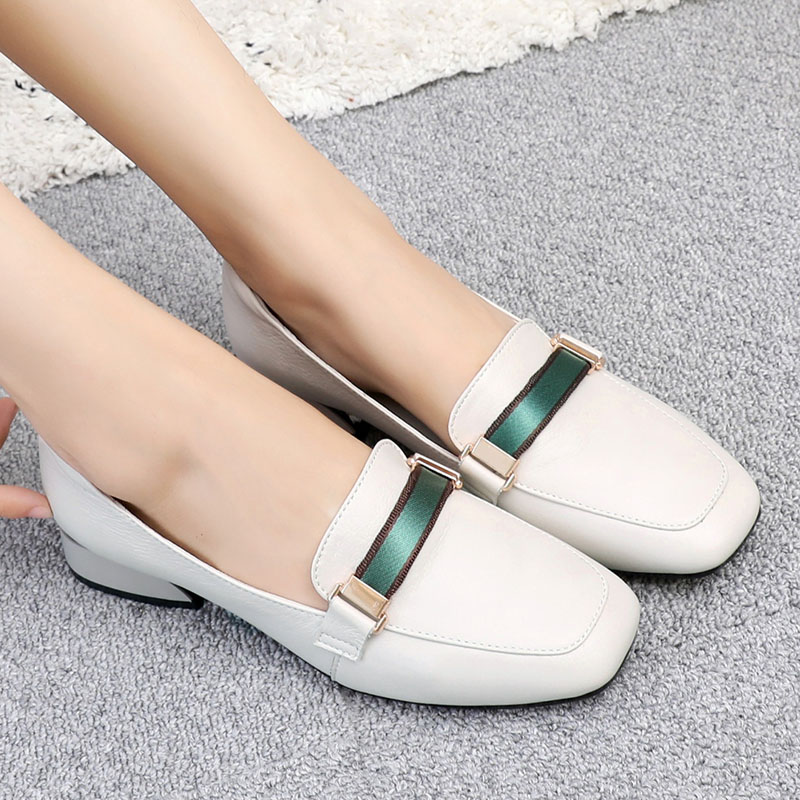 Spring 2019 soft sole single shoes, flat sole large size women's shoes 41-43 fashion 100 sets of new leather 40 leisure shoes