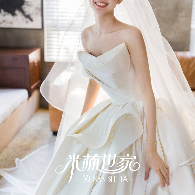 New irregular design, satin main wedding dress, luxurious tailing, European style women's Hepburn bra, dreamy and simple spring