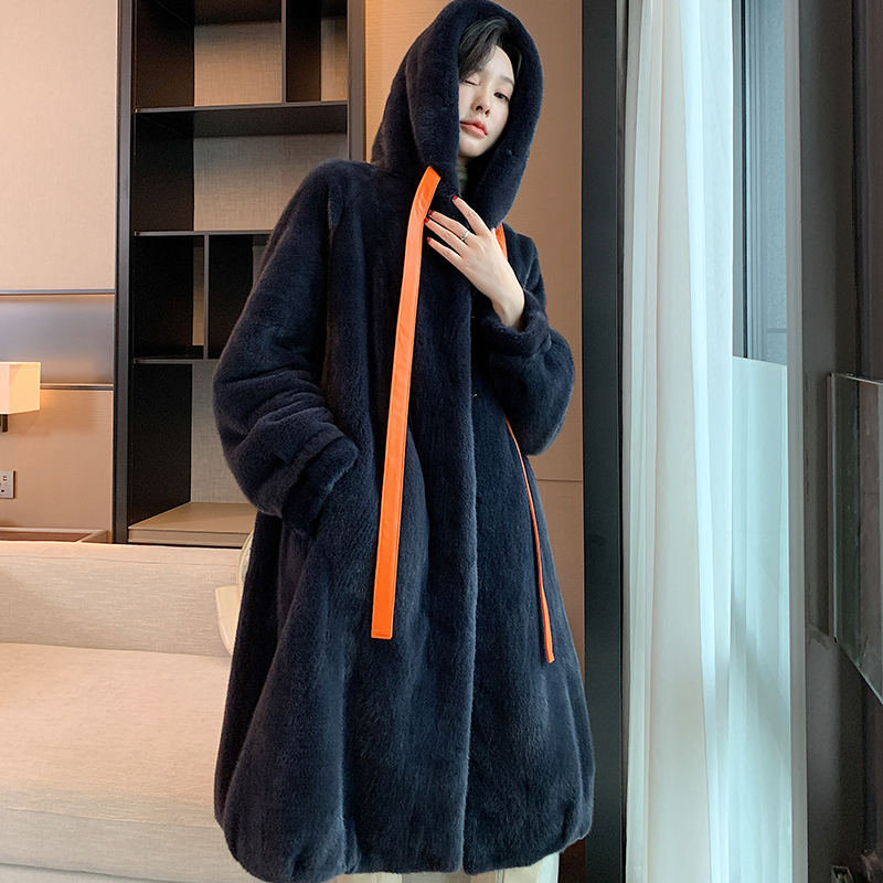 A long hoodie in a new fur coat imported by a woman in a velvet whole mink fur coat
