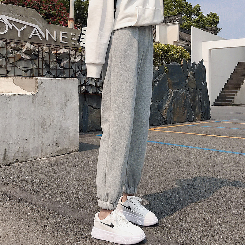 The new grey sweatpants for autumn winter 2020 feature loose-fitting Harlan pants with a straight barrel plus suede and casual thick cotton pants