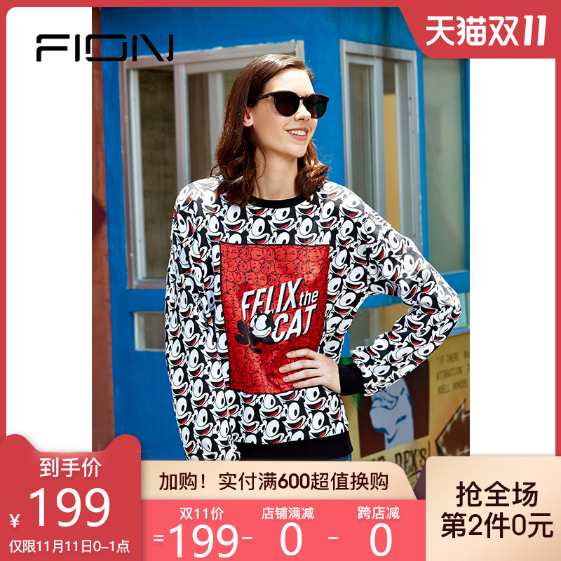 Fionn Fianne stylishly donned a long-sleeved girth felony Feli Cat co-branded cartoon-printed round-neck T-shirt