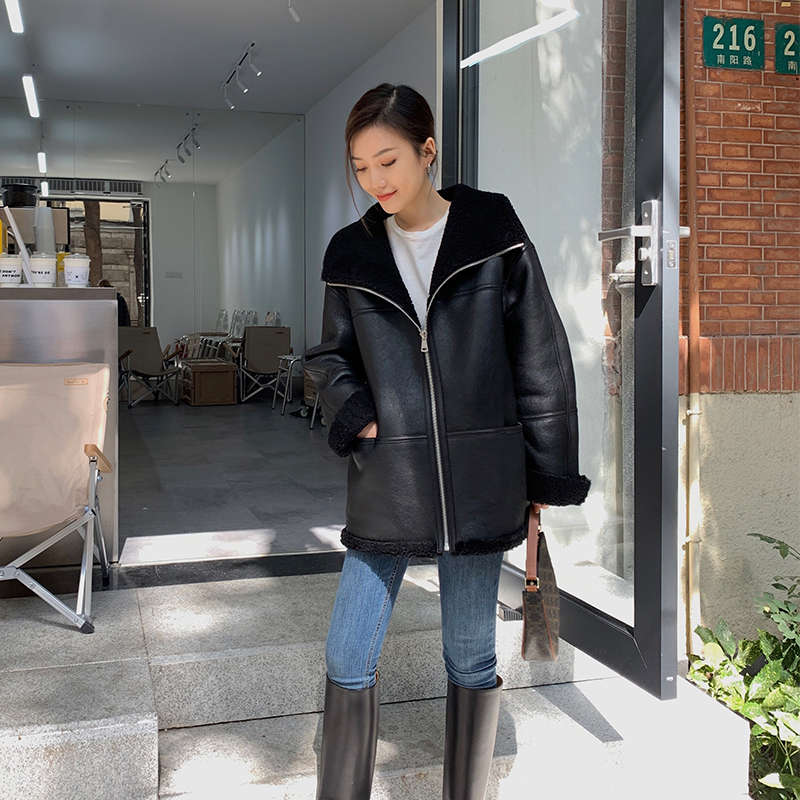 MSBEAST OVERSIZE imported a long version of the Merino Fur All-in-One Womens Short Lamb Fur Coat