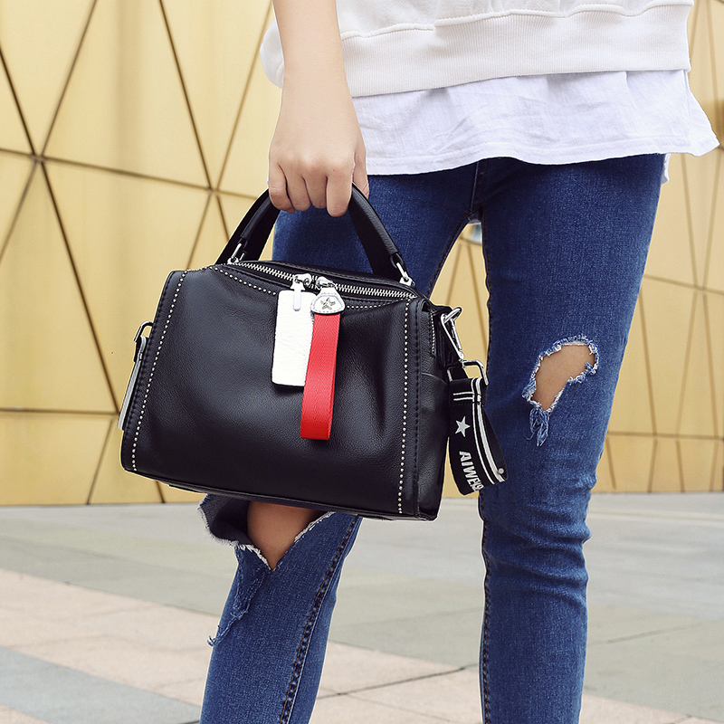 Small bag female 2018 new female bag leather shoulder bag trend rivet handbag hit color Pilar head Messenger bag