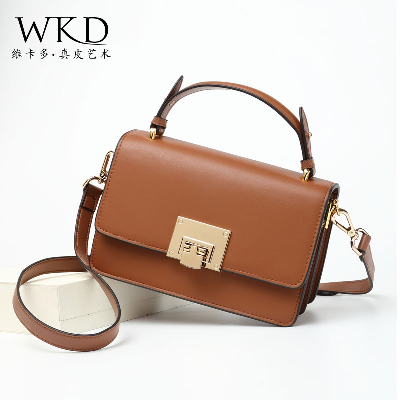 Bag female 2018 new autumn crossbody bag atmospheric bills shoulder Messenger bag simple lock square bag leather handbag