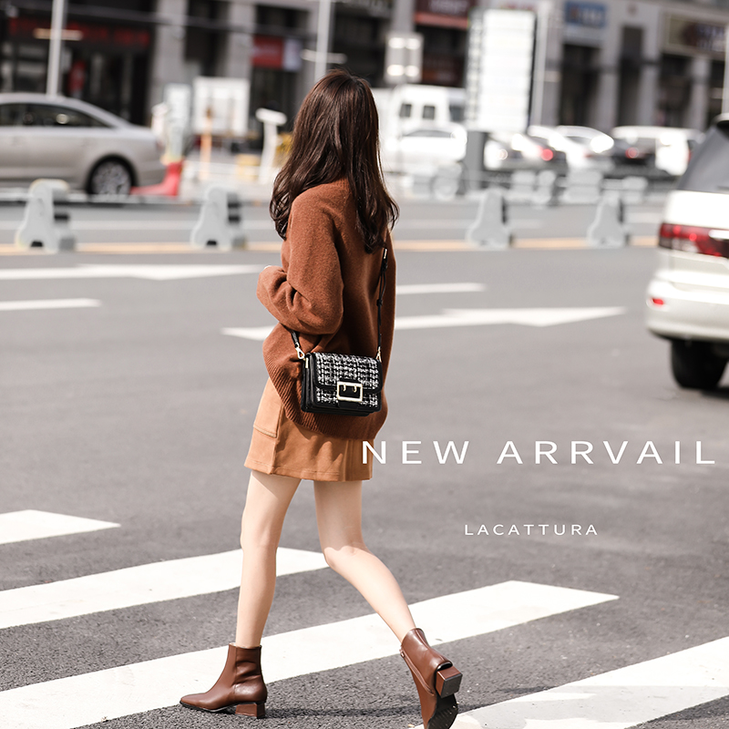 Single shoulder slung small bag 2018 new autumn tide wild fashion port wind new retro Sen small square female bag