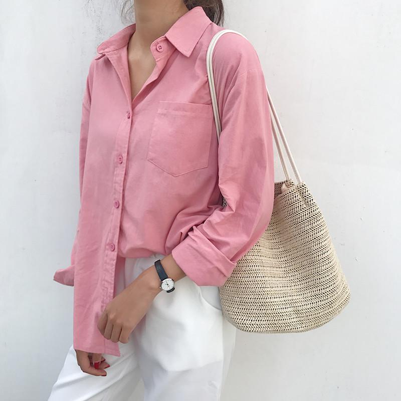 Áo sơ mi nữ dài tay dáng rộng, nằm trong bộ sưu tập mùa hè