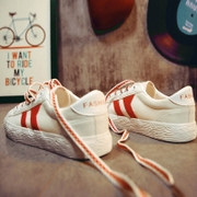 A new spring all-match white shoes Street flat canvas shoes casual shoes in summer 2017 female students.