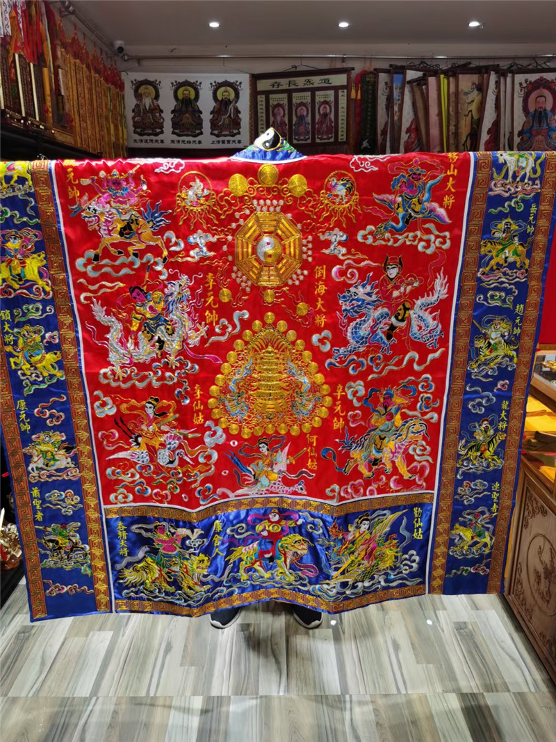 Taoist red gold line embroidered Gaogong Bay version of the french clothing thirty-six officers will wear Taoist clothing for thirty-six days to lower the clothes