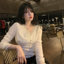 Fenchy White V-neck lace base shirt womens autumn and winter long sleeves inside small shirt French waist foreign style short top