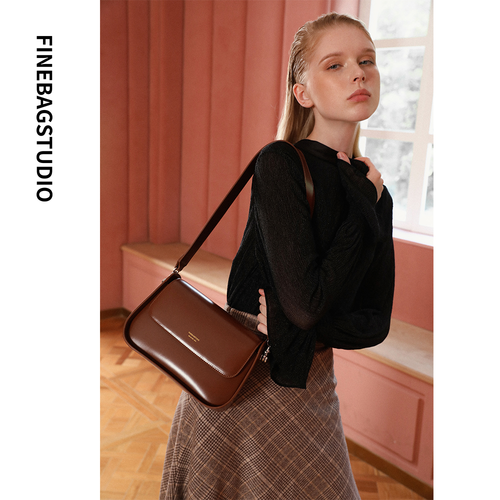 FINEBAGSTUDIO autumn and winter new 2020 retro messenger bag female French niche single shoulder fashion all-match