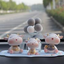 Secouant tête poupée Mavericks voiture ornements voiture mignon voiture décorations créatives haut de gamme voiture sur la console centrale pour les femmes