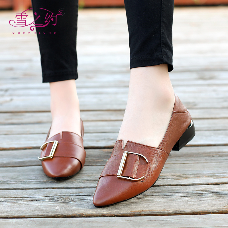 2018 autumn new fashion leather shallow mouth with low heel women's shoes comfortable wild large size 43 pointed small leather shoes
