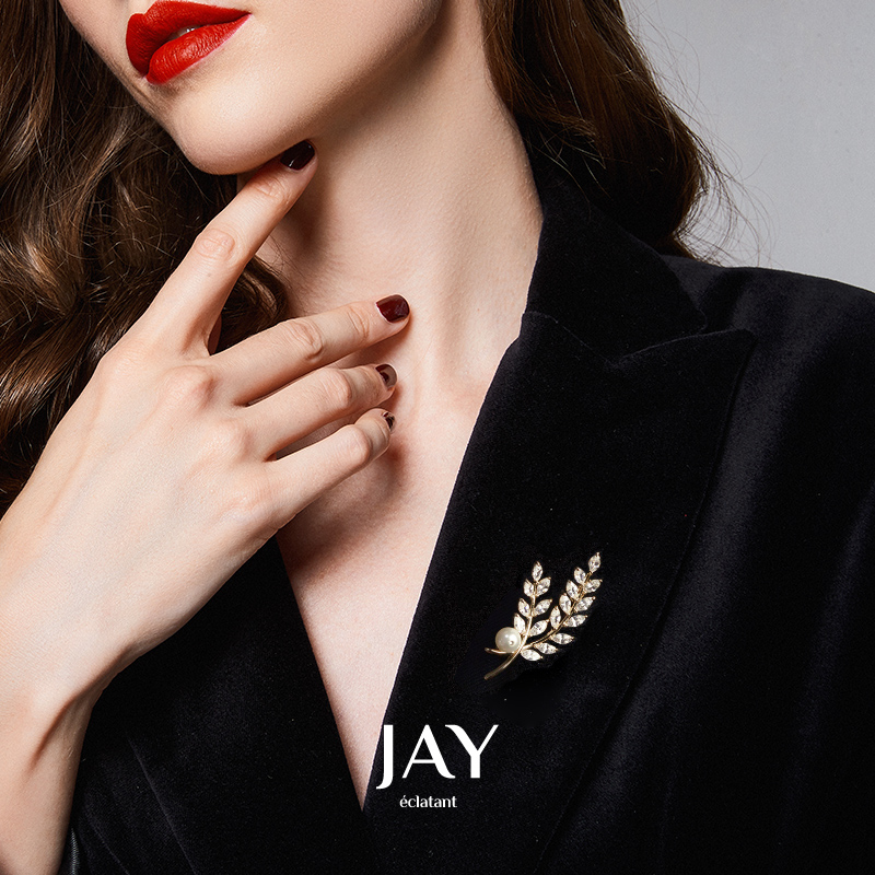 JAY fashion brooch high-end femininity pin luxury atmospheric corset suit suit suit fitting simple and elegant