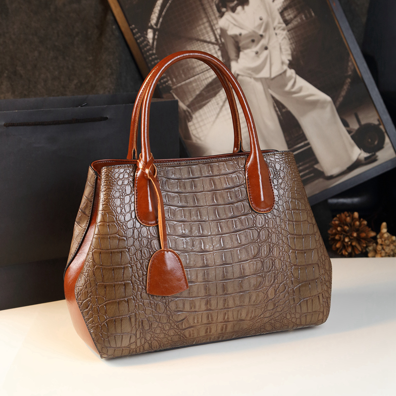 Crocodile pattern handbag 2018 new European and American fashion big bag shoulder bag middle-aged mother atmosphere lady bag