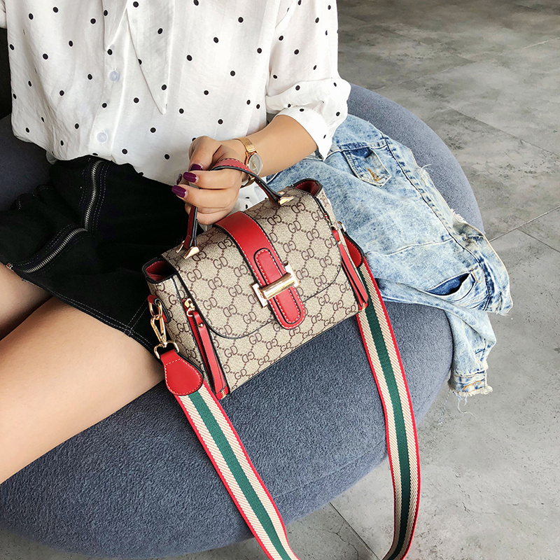 Ins super fire slung small bag female 2018 new wave Korean version of the wild wide shoulder strap shoulder diagonal fashion handbag